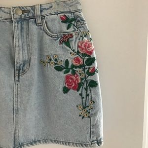 Jeans skirt with flower print